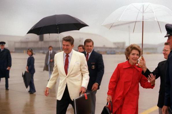president-reagan-umbrella-carrier