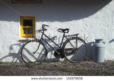 stock-photo-old-bike-at-irish-cottage-house-152679656