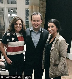 28FB4B6500000578-3092839-Josh_Duggar_and_Bristol_and_Sarah_Palin-m-12_1432306858587